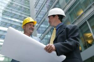 יזם ובעלי מקצוע באתר (אילוסטרתיה)