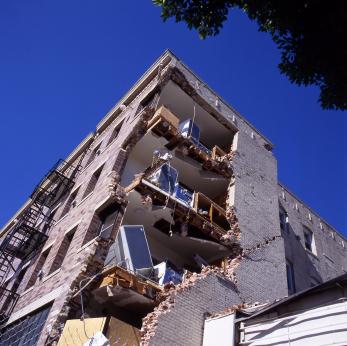 מבנה שנפגע מרעידת אדמה