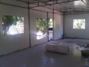הותקן גג ונפתחו חלונות