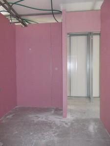 סגירת קירות גבס. התקרה עדיין לא עשויה.