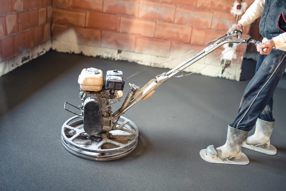 שימוש בהליקופטר להחלקת בטון, לפני הציפוי בשכבת אפוקסי