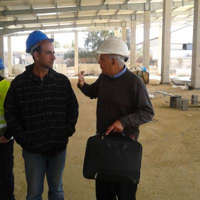 מפקח בניה מהנדס באתר הבניה